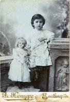 Фотография ребенка с куклой