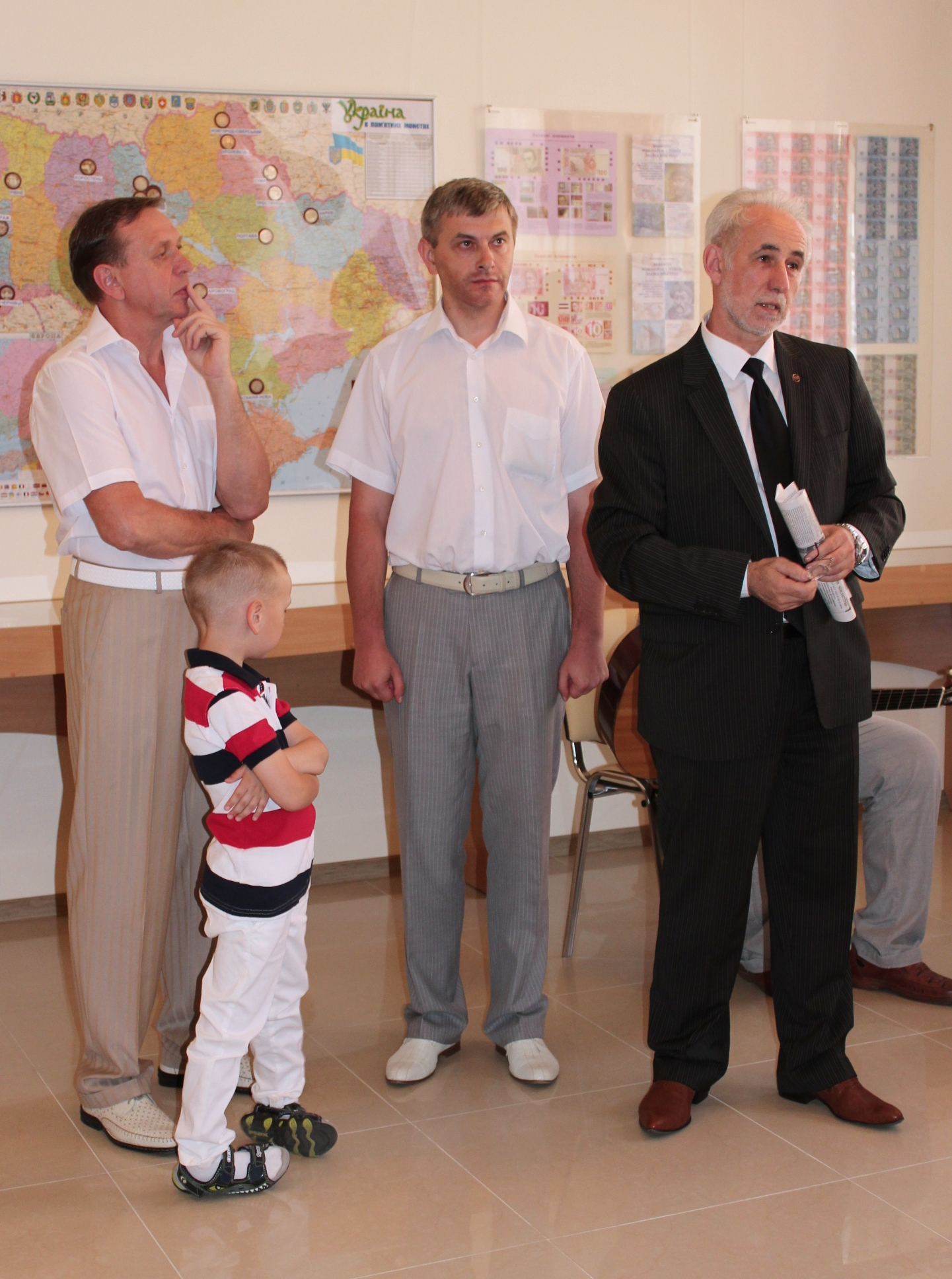 Открытие выставки - М.И. Бондарь, В. П. Томашин, Н.Н. Цуканов